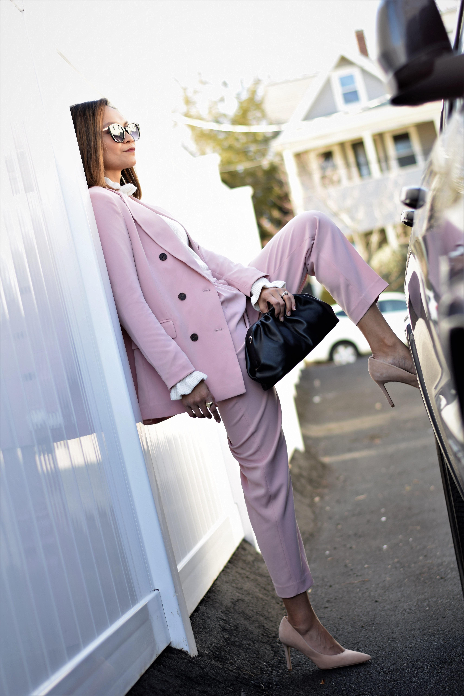 pinksuit_2021april_6